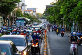 Người dân TP.HCM lại chật vật với tình trạng kẹt xe giờ cao điểm
